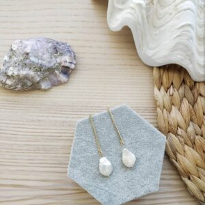 Pendientes dorados bisutería largos y perla natural